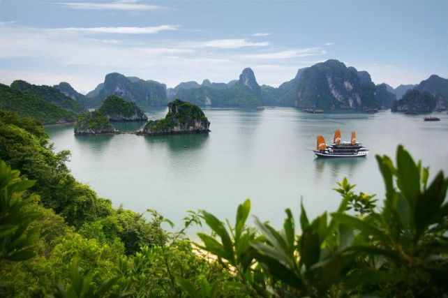 Ha Long Bay Tour by Big Boat with Transfer Services