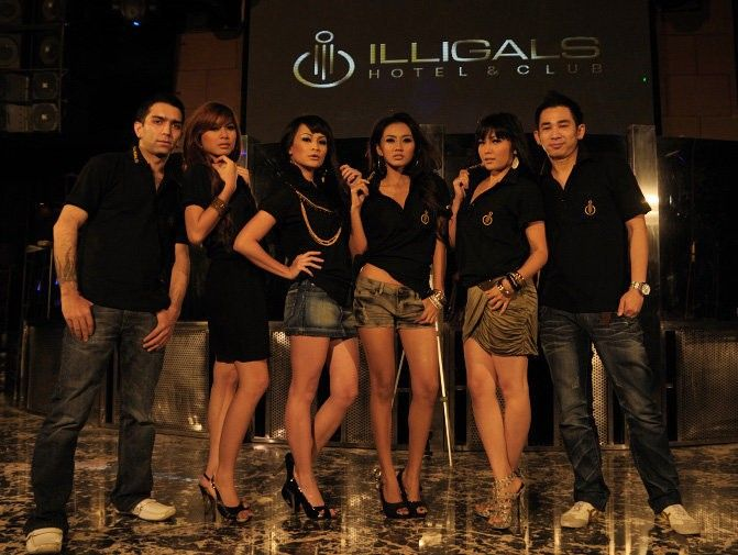 Illigals Hotel & Club