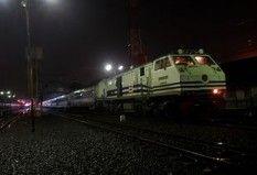 Senja Singosari tiba di stasiun Tegal