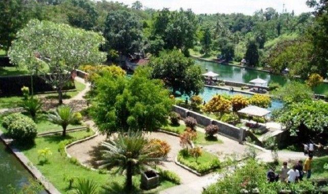 Mayura Water Palace and Sweta Market Tour