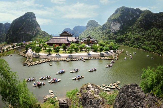 Tour to Bai Dinh Pagoda and Trang An Landscape
