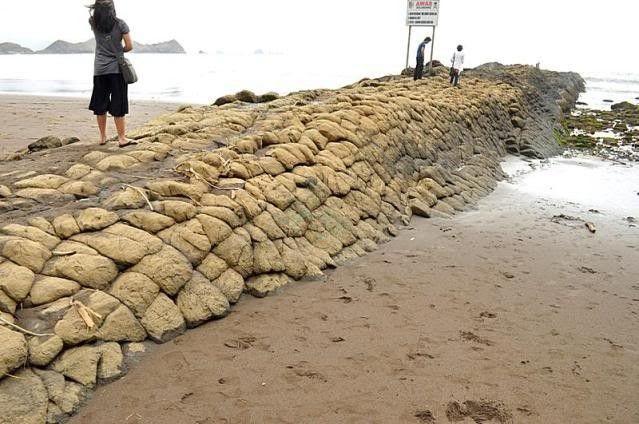 Pantai Watu Ulo