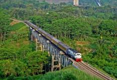 Matarmaja melintasi jembatan Lahor